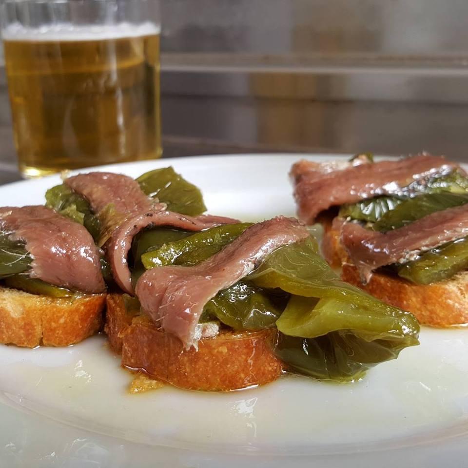 Anchoa con pimiento verde asado